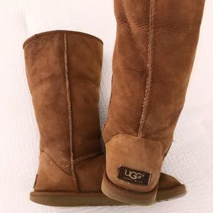 Classic Tall cognac UGG boots with fur lining W8